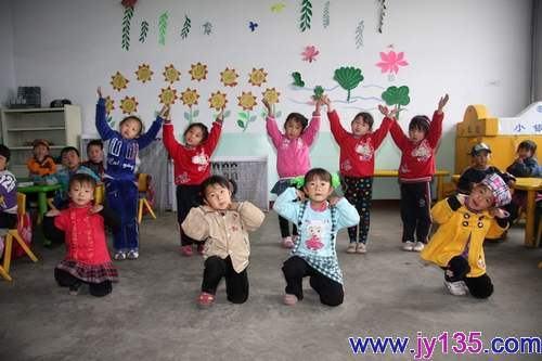 容县幼儿园:现场主题简笔画比赛如火进行中