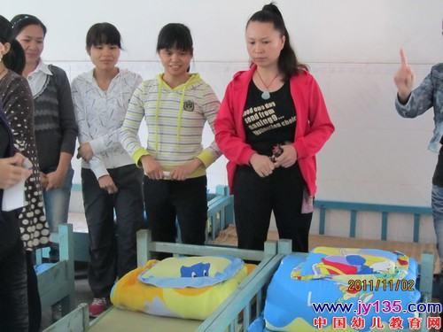 """容县第二幼儿园举行了生活老师""""整理床铺"""""""