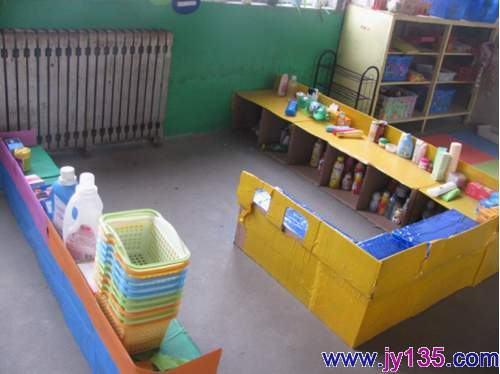 各班分别建有建构区,小超市,拼拼乐,美工区,图书阅读区,表演区等.图片