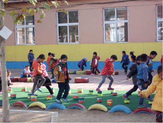 幼儿园自制跨栏