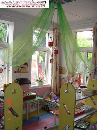 幼儿园区角娃娃家布置图片-托班幼儿园区角娃娃家