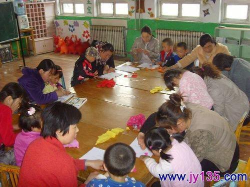 史口镇中心幼儿园小班开展亲子手工制作活动