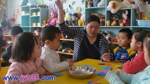 串串项链 感谢母爱——东营区实验幼儿园